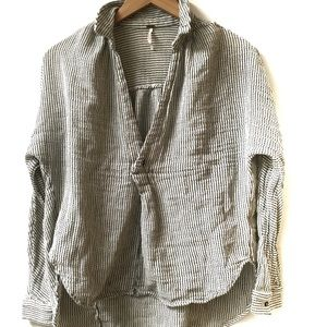 Free People v-neck loose fitting high lo small top